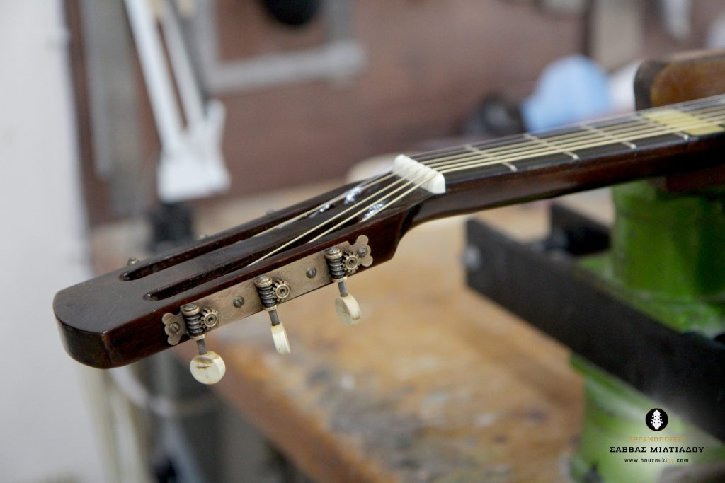 Επισκευή ακουστικής κιθάρας - Old Acoustic Guitar Restored - Repair - Οργανοποιείο Σ. Μιλτιάδου - BouzoukiCy - Cyprus - Κύπρος (32)
